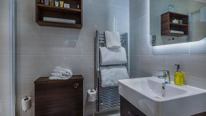 classic-double-room-castle-hotel-conwy-bathroom