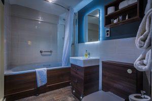 Castle_208_Bathroom