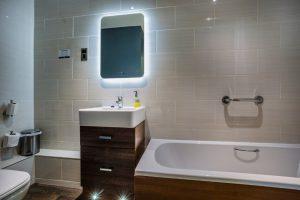 103 Deluxe Double Bathroom 2