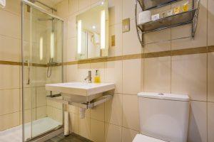 106 Classic Double Bathroom 2