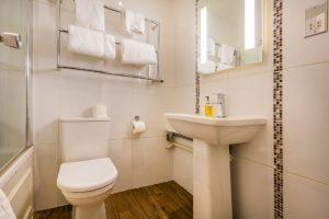 112 Deluxe Double Bathroom