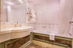 119 Superior Twin Bathroom