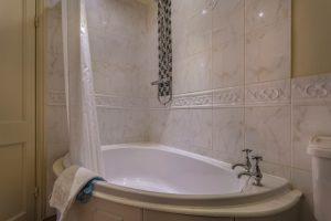 Castle Bedroom 209 Superior Twin Bathroom