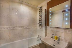 Castle Bedroom Club Double 204 Bathroom