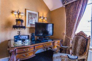 Castle Bedroom Deluxe Suite Sefating 2