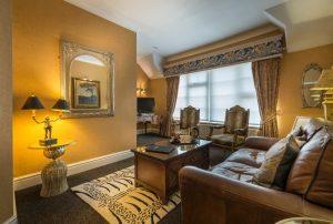 Suite bedroom lounge