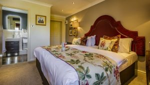superior-double-hotel-in-conwy-north-wales-castle-unesco-world-heritage-coaching-inn